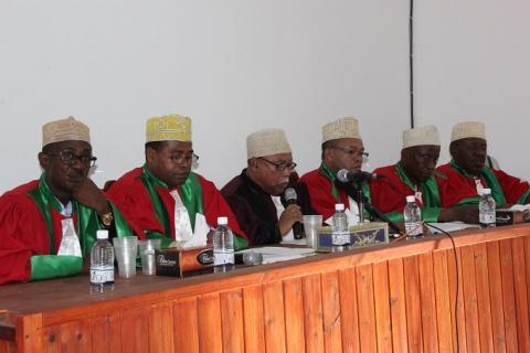 Les membres de la Cour Constitutionnelle refusent de se soumettre à la décision d'Azali