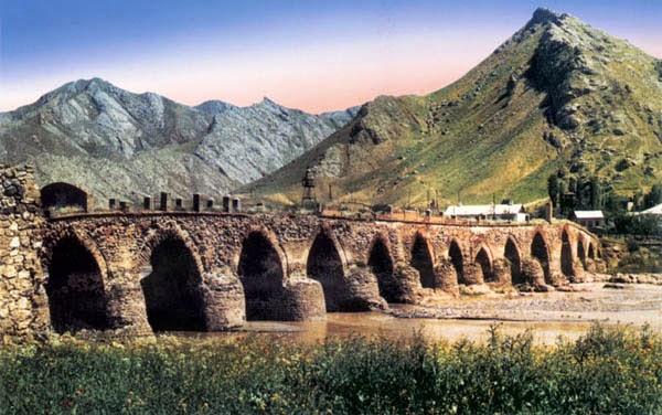 azerbaycan tarihi yerleri: XUDAFERİN KOPRUSU