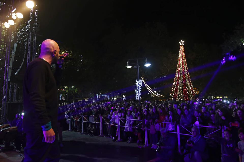 Το άναμμα των φώτων στο Χριστουγεννιάτικο δέντρο της Λάρισας μέσα από ένα μοναδικό βίντεο!