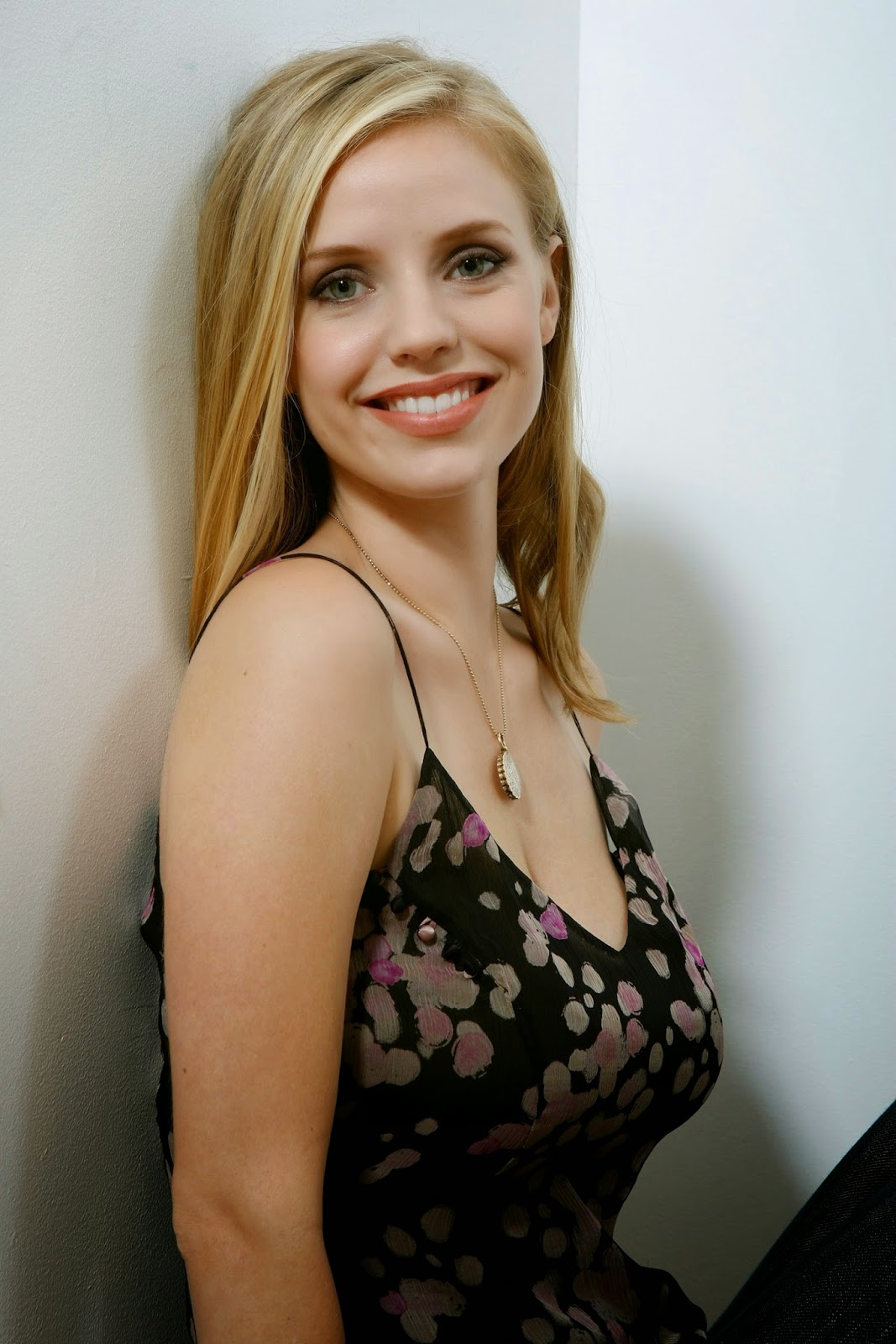 Images Kelli Garner nudes (18 foto and video), Tits, Paparazzi, Feet, braless 2020