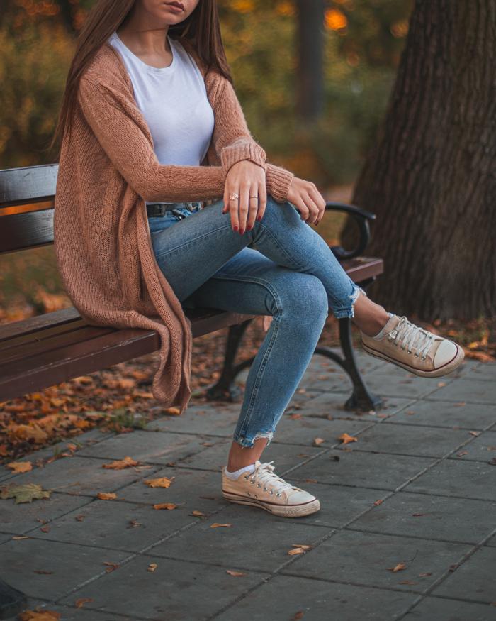 jesienna sesja w swetrze