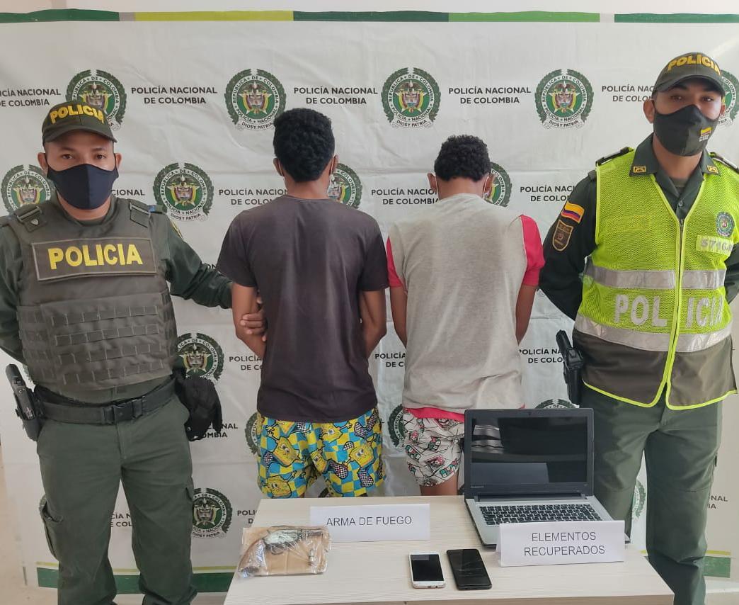 https://www.notasrosas.com/Detenidos por Porte Ilegal de Armas de Fuego, en Hatonuevo