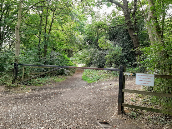 The gate leading to Aldenham footpath 16 mentioned below Image by Hertfordshire Walker released via Creative Commons BY-NC-SA 4.0