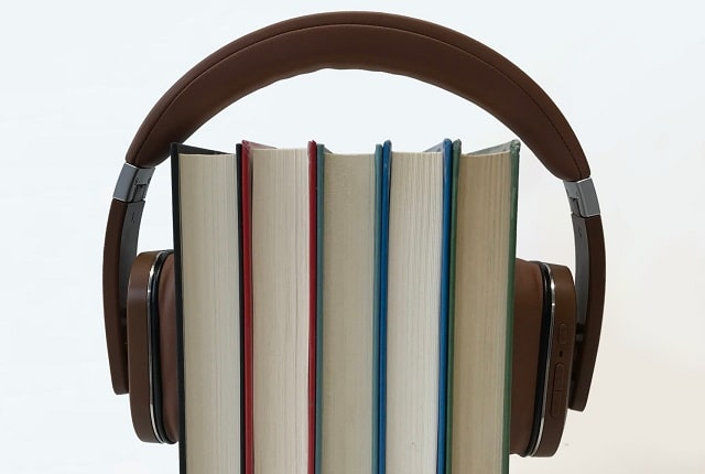 reading vs listening benefits audiobooks versus read books