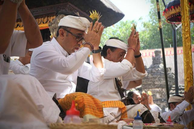Pemkot Denpasar Ngaturang Bhakti Penganyar di Pura Sakenan
