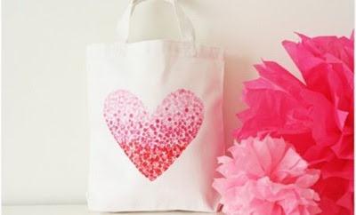 Bolsa con corazon pintado