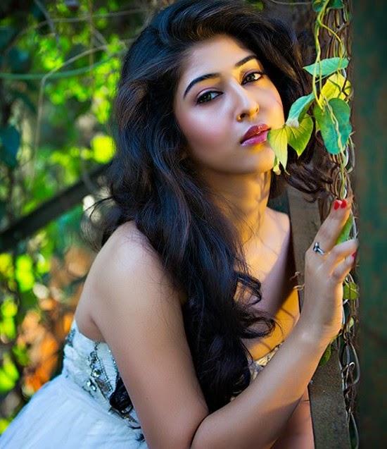 Foto Dan Gosip Artis Cantik Selebritis  Puja Bannerjee -9755
