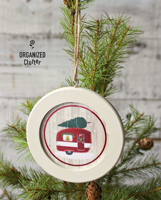 Semi-Homemade Round Picture Frame Christmas Ornaments #DollarGeneral #hobbylobby #fusionmineralpaint #Christmasdecor #Christmastreeornaments #semihomemadeornaments