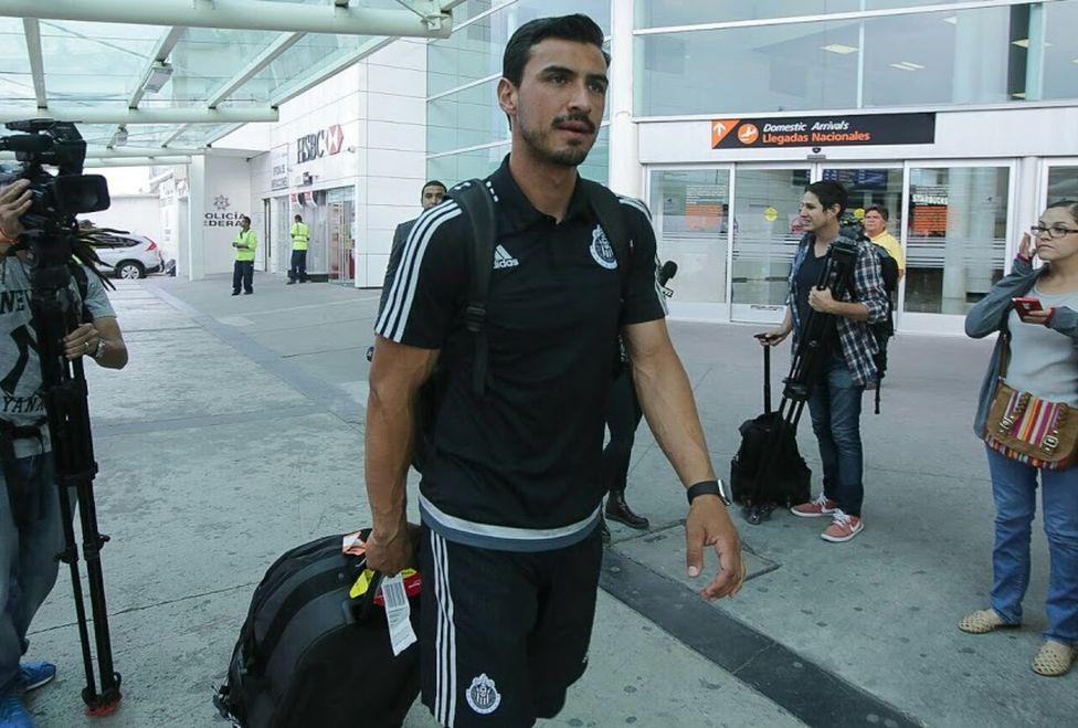 Oswaldo Alanis llegando a Guadalajara.