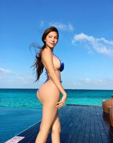 Mỹ nhân diện bikini trên biển