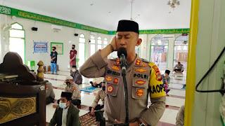 Kapolres Enrekang Lantunkan Seruan Sholat Jumat di Masjid Nurul Amin