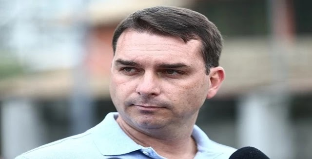 O senador Flávio Bolsonaro (PSL-RJ) recebeu do presidente nacional do partido, deputado Luciano Bivar (PE), pedido para entrar na articulação contra a criação da CPI da Lava Toga