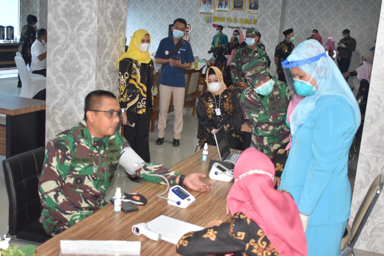 Kasrem 043/Gatam Bersama Forkopimda Provinsi Lampung LaksanakanVaksinasi Covid-19 Ke-II