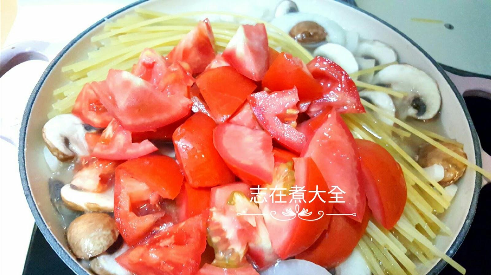 志在煮大全: 15分鐘煙三文魚蕃茄磨菇意粉