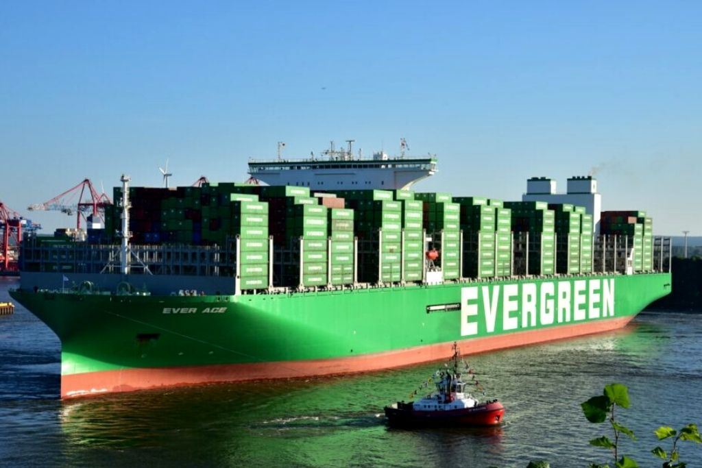 Maior navio porta-contêineres do mundo atraca no Porto de Hamburgo