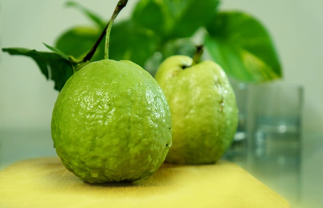 10 Amazing Health Benefits Of Eating Guava For Healthy Life