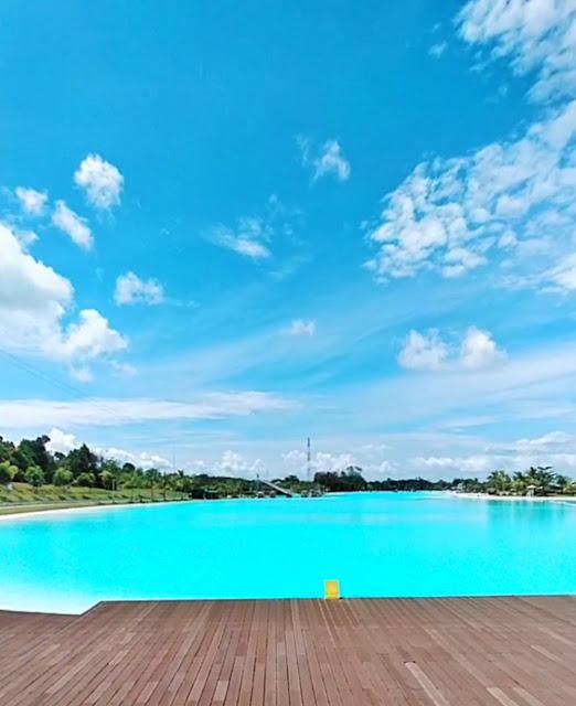 View kolam renang dari lobby Natra