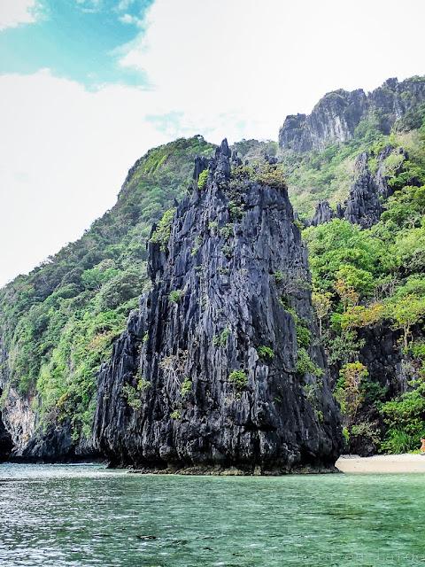 Hidden-beach-Matinloc-Island-Archipel-de-Bacuit-Palawan-Philippines