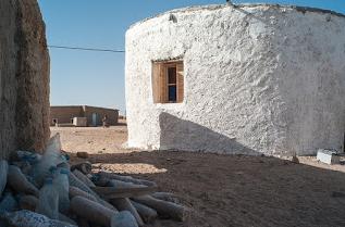 Βιώσιμα οικολογικά σπίτια από πλαστικά μπουκάλια και άμμο