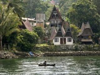 nelayan di danau toba