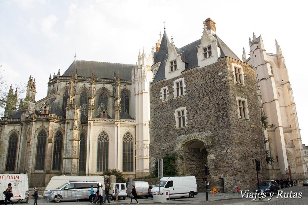 Saint Pierre et Saint Paul y Puerta de San Pedro de Nantes