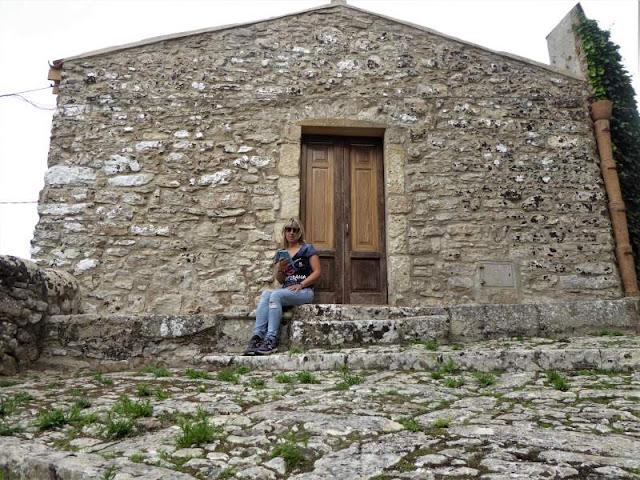 casa in pietra nel borgo di Erice