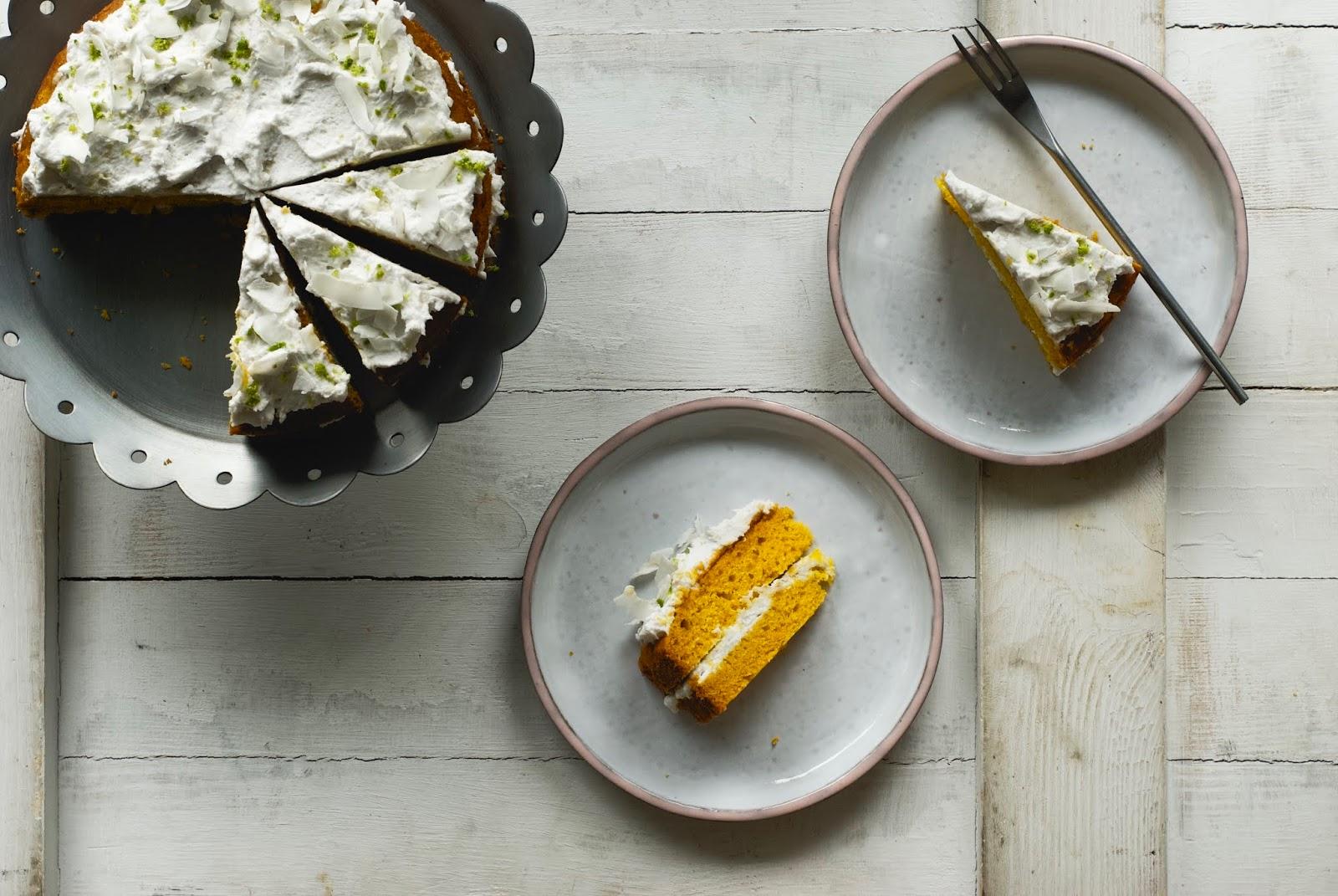 Tort z mango i śmietanką kokosową