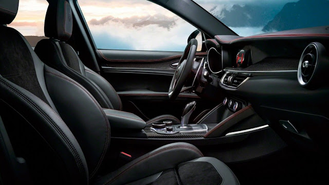 Interior del Alfa Romeo Stelvio Quadrifoglio