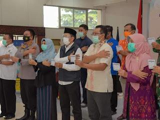 Divaksin Perdana, Gubernur Berharap Masyarakat Makin Tenang