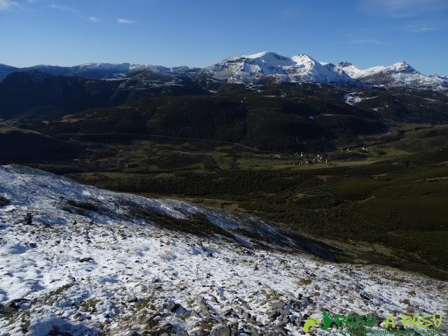 Vista de Isoba desde la ladera del San Justo
