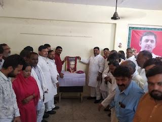 समाजवादी जिला कार्यालय पर धूमधाम से मनाई गई डॉ राम मनोहर लोहिया की जयंती