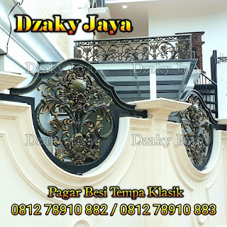 Bentuk pagar rumah mewah klasik dari material besi tempa