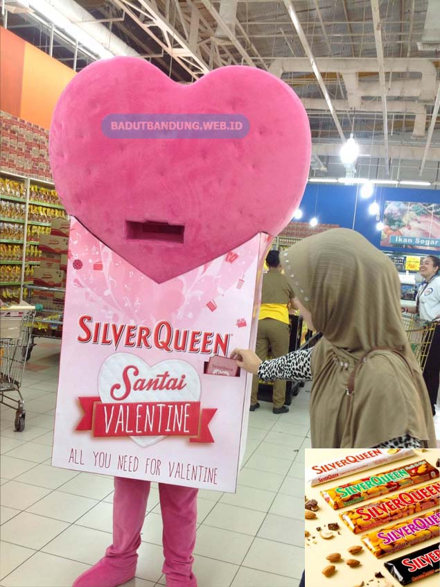 Desain Gambar Badut Silver Queen Maskot Valentine Santai