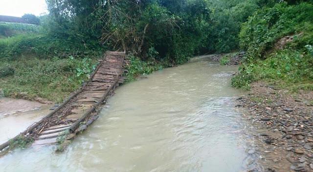Mong manh những cây cầu vượt suối trị giá 500.000 đồng ở Lạng Sơn 1