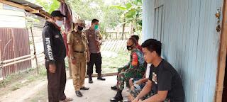 Tidak Menggunakan Masker, Polsek Penrang Polres Wajo Bersama TNI Datangi Warga