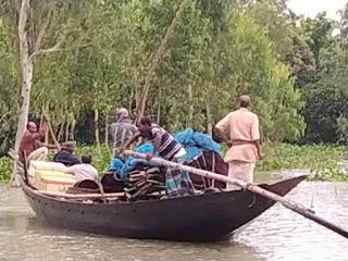 হরিরামপুর উপজেলা বের জাল(ছোট  ফাঁসের জাল)  দিয়ে মাছ ধরার উৎসব চলেছে