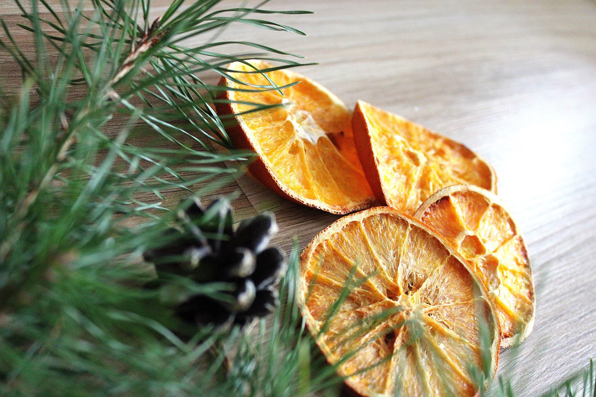 Jak suszyć pomarańcze na choinkę?