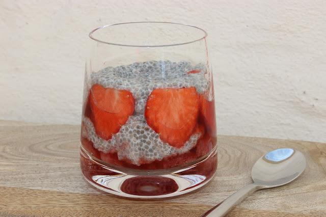 strawberry and vanilla chia pudding
