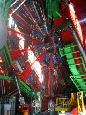 The making of CERN shows us the particle collider.