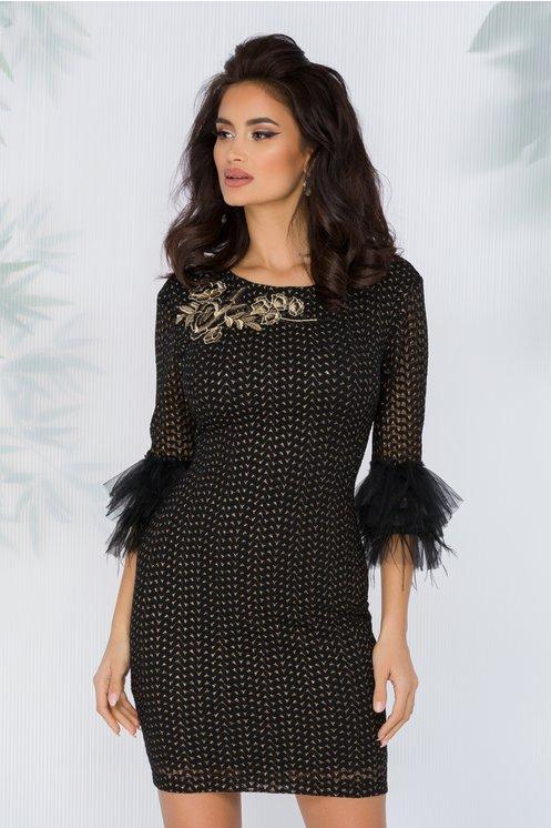 Rochie midi eleganta ieftini de ocazii neagra cu insertii aurii si detalii la maneci