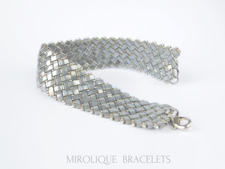 серый браслет, широкий браслет, необычный подарок начальнице, женщина подарок