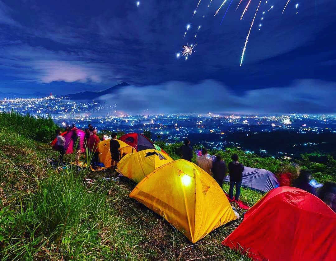 Kembang Api di Bukit Jipang Rejang Lebong (sumber foto: Facebook Bukit Jipang)
