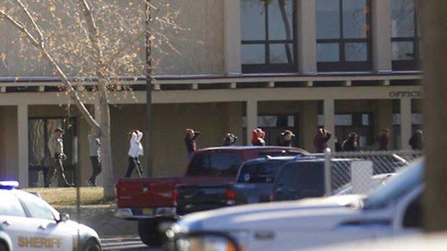 Tres muertos en tiroteo en una escuela en Nuevo México
