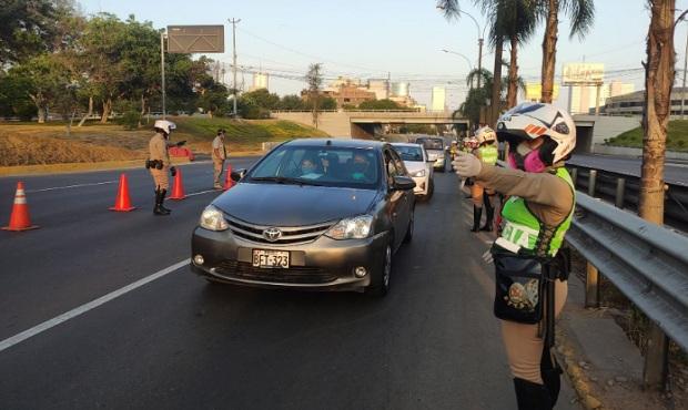 Vehículos particulares solo circularán dentro del distrito para compras esenciales