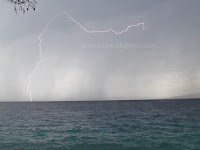 Hvarski kanal Kiša i munje slike otok Brač Online