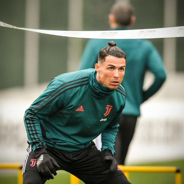 Ronaldo khoe tóc mới ăn mừng giải cá nhân: Fan chê không hợp tuổi 5