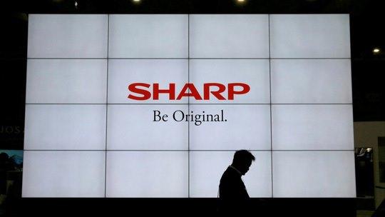 Hai hãng công nghệ lớn của Nhật là Sharp và Kyocera vừa tuyên bố đã hủy kế hoạch sản xuất LCD, laptop, máy photocopy.. màn hình đa năng cho thị trường Mỹ tại Trung Quốc và sẽ xây dựng nhà máy tại Việt Nam.