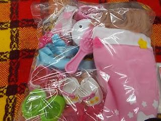 メルちゃん人形セットのちがうばーじょんくしとかありで1590円です。