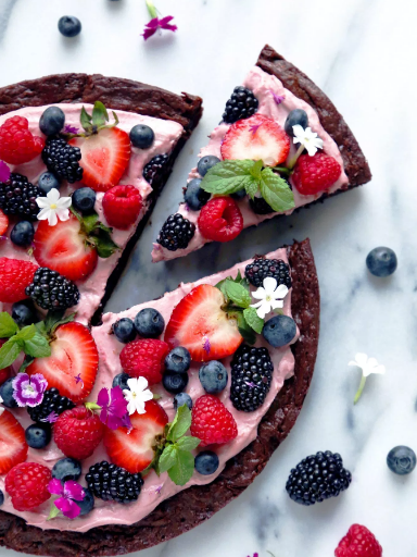 Very Berry Brownie Pizza #pizzabrownies #dessert #bars #snack #yummy