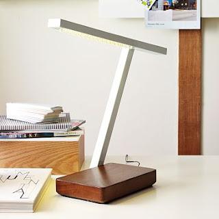 Đèn bàn dạng led được thiết kế tối giản